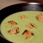 Crema de Brócoli y Apio con Costrones al ajo y perejil